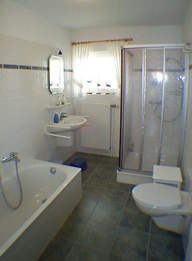 was kostet eine badewanne was kostet eine begehbare. Black Bedroom Furniture Sets. Home Design Ideas